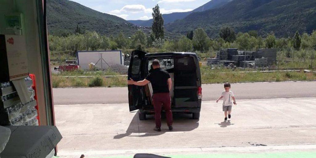 Javi y Ares fuera del Obrador